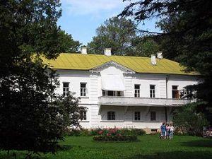 Толстојева кућа - музеј. Садржи 22000 књига